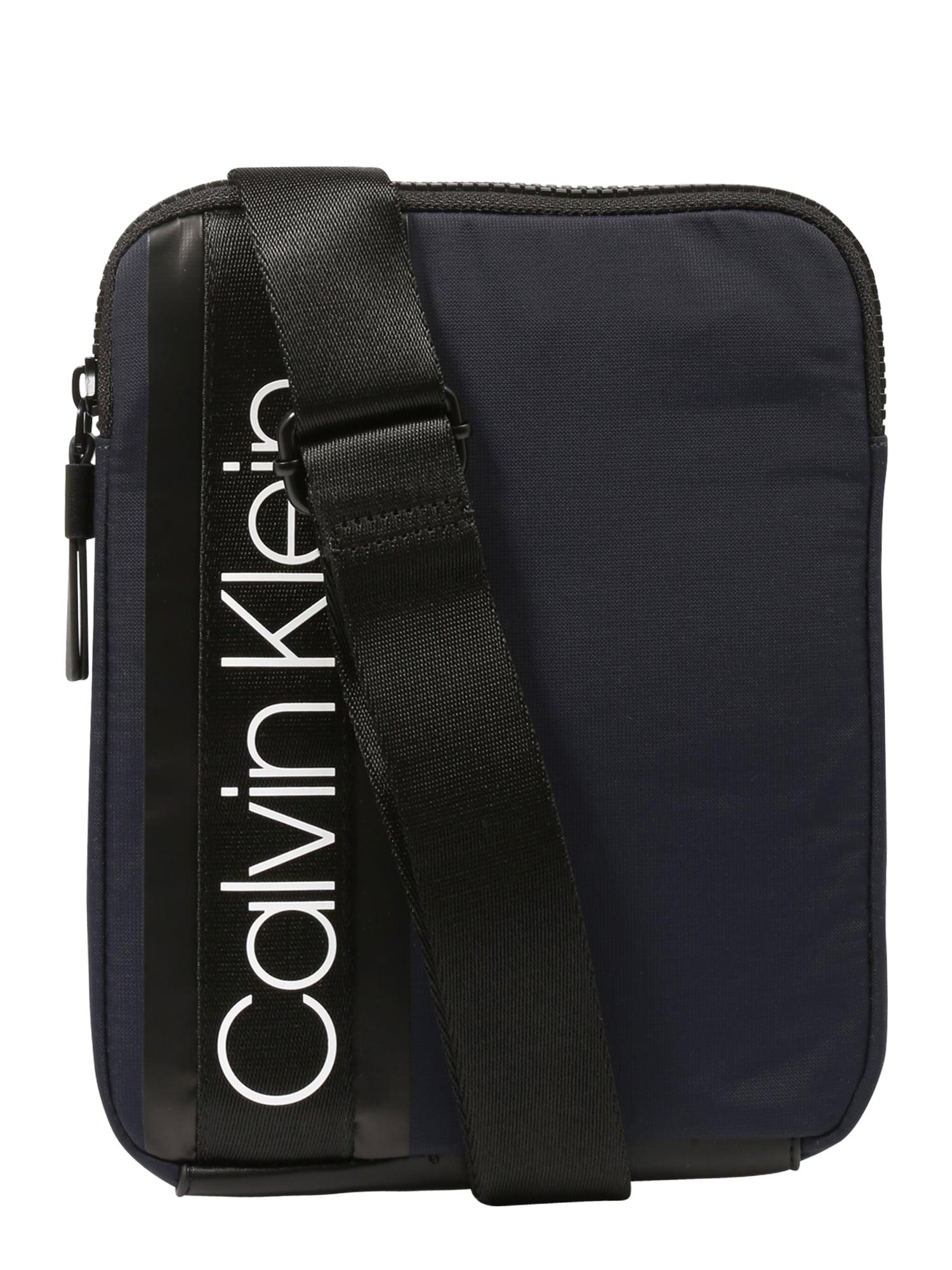 Taška přes rameno CLASH FLAT CROSSOVER  námořnická modř Calvin Klein