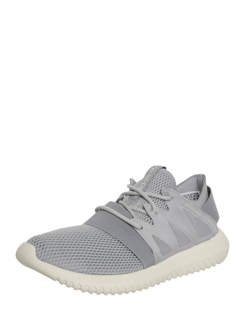 Cool und modern zeigt sich der Sneaker ´Tubular Viral´ von Adidas Originals. Damit er richtig gut zur Geltung kommt, krempelst Du einfach die Hosenbeine locker hoch.