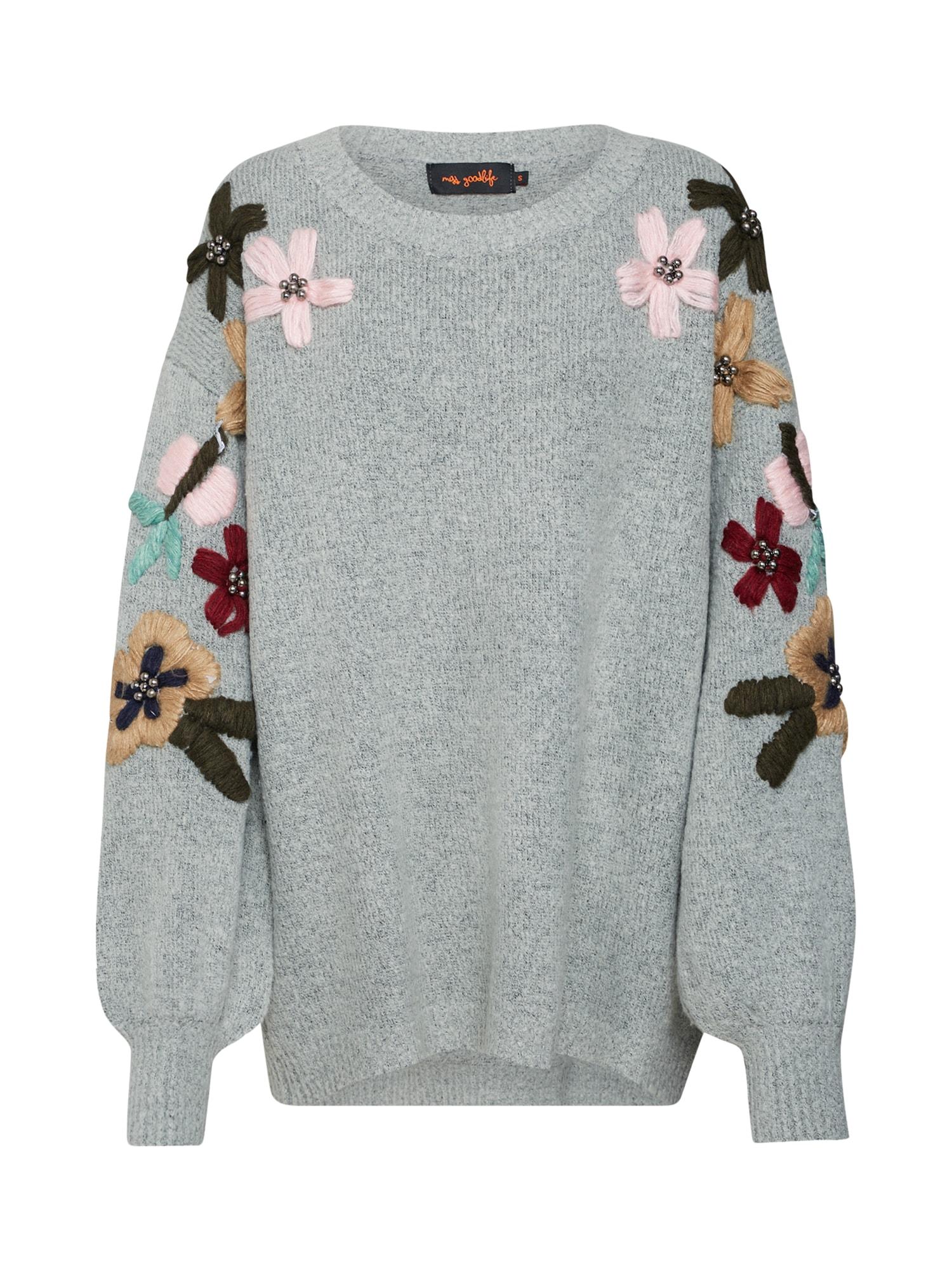 Maxi svetr Arms Flowers Embroidery světle šedá mix barev Miss Goodlife