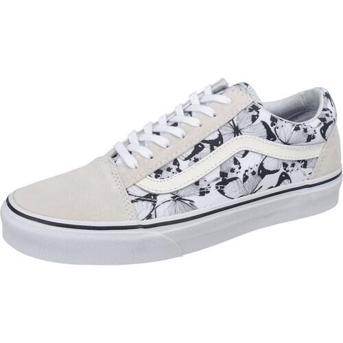 Im coolen retro Design präsentieren sich die VANS Old Skool Sneakers. Die raulederne Oberfläche ist mit textilen Einsätzen samt Schmetterlings-Print versehen, was für besondere Akzente sorgt.