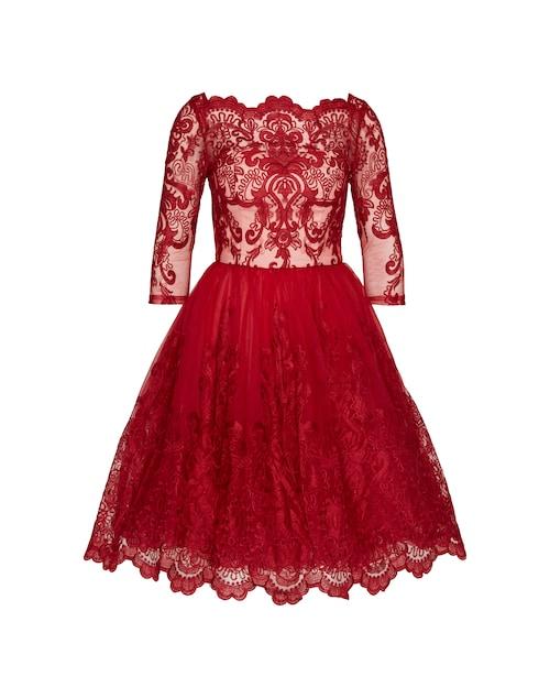 Abendkleid von Chi Chi London aus transparenter Spitze. Das Kleid zeichnet sich durch das weit ausgestellte Rockteil aus. Für einen eleganten Look sorgt der eingearbeitete Herzausschnitt.