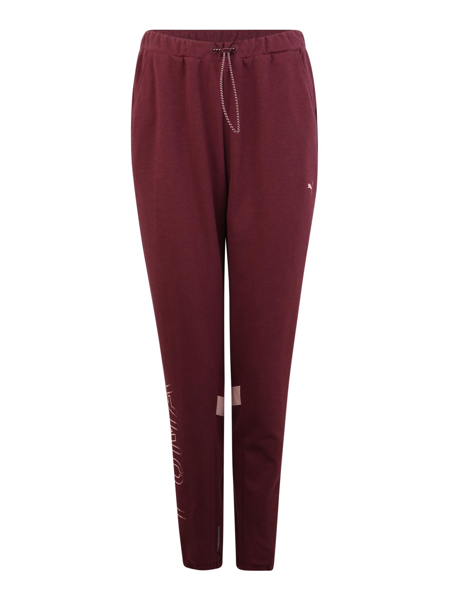 Sportovní kalhoty HIT Feel it Sweat Pant vínově červená PUMA