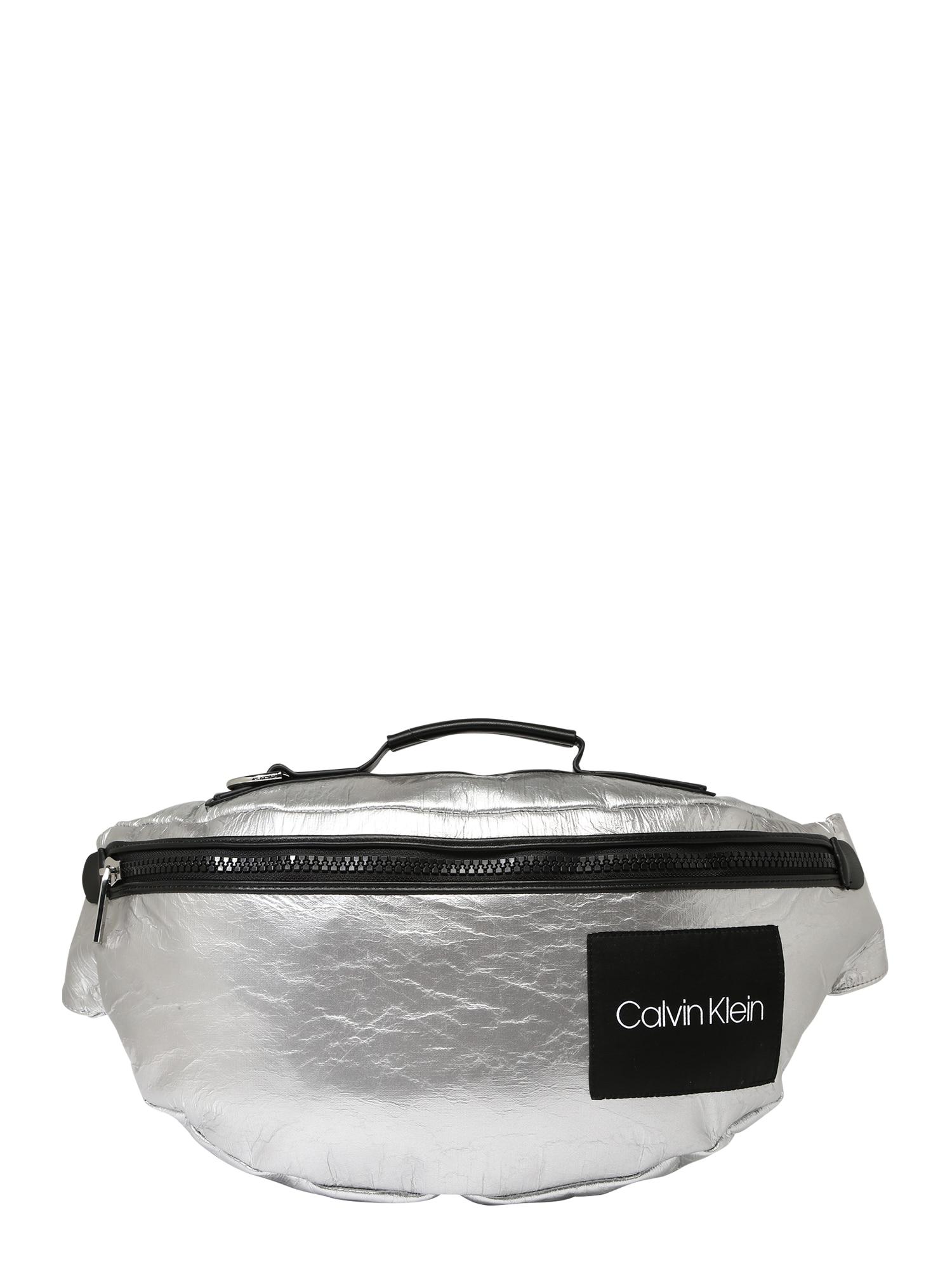 Taška přes rameno ITEM URBAN CROSSBODY černá stříbrná Calvin Klein