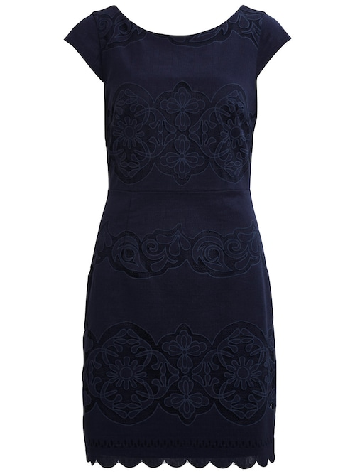 - Style-Name: VIBELLINA DRESS - Feines Spitzenkleid - Zwei Lagen - V-Ausschnitt am Rücken - Verdeckter Reißverschluss hinten - Länge: 93 cm in Größe M - Unser Model ist 180 cm groß und trägt