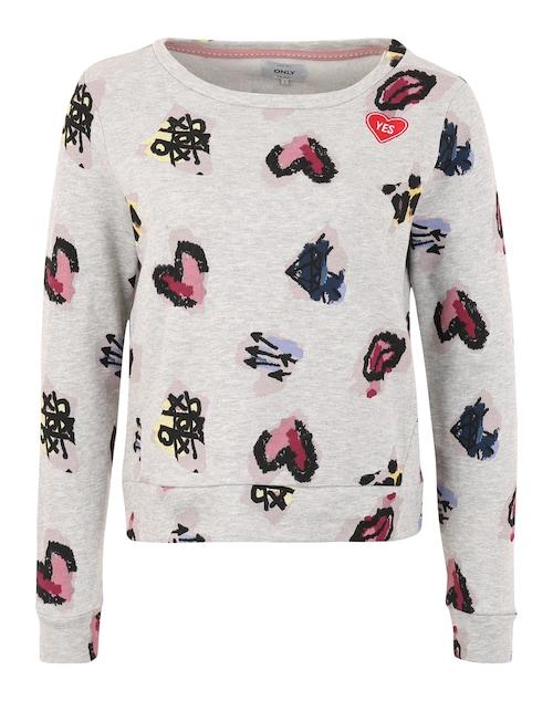 Kurz geschnittener Sweater von Only mit abgesetzem Rundhalsausschnitt und Bündchen an Saum und Ärmelenden. Der bunte Allover-Print und ein aufgenähter Patch mit Message setzten Highlights auf dem Casual-Piece.