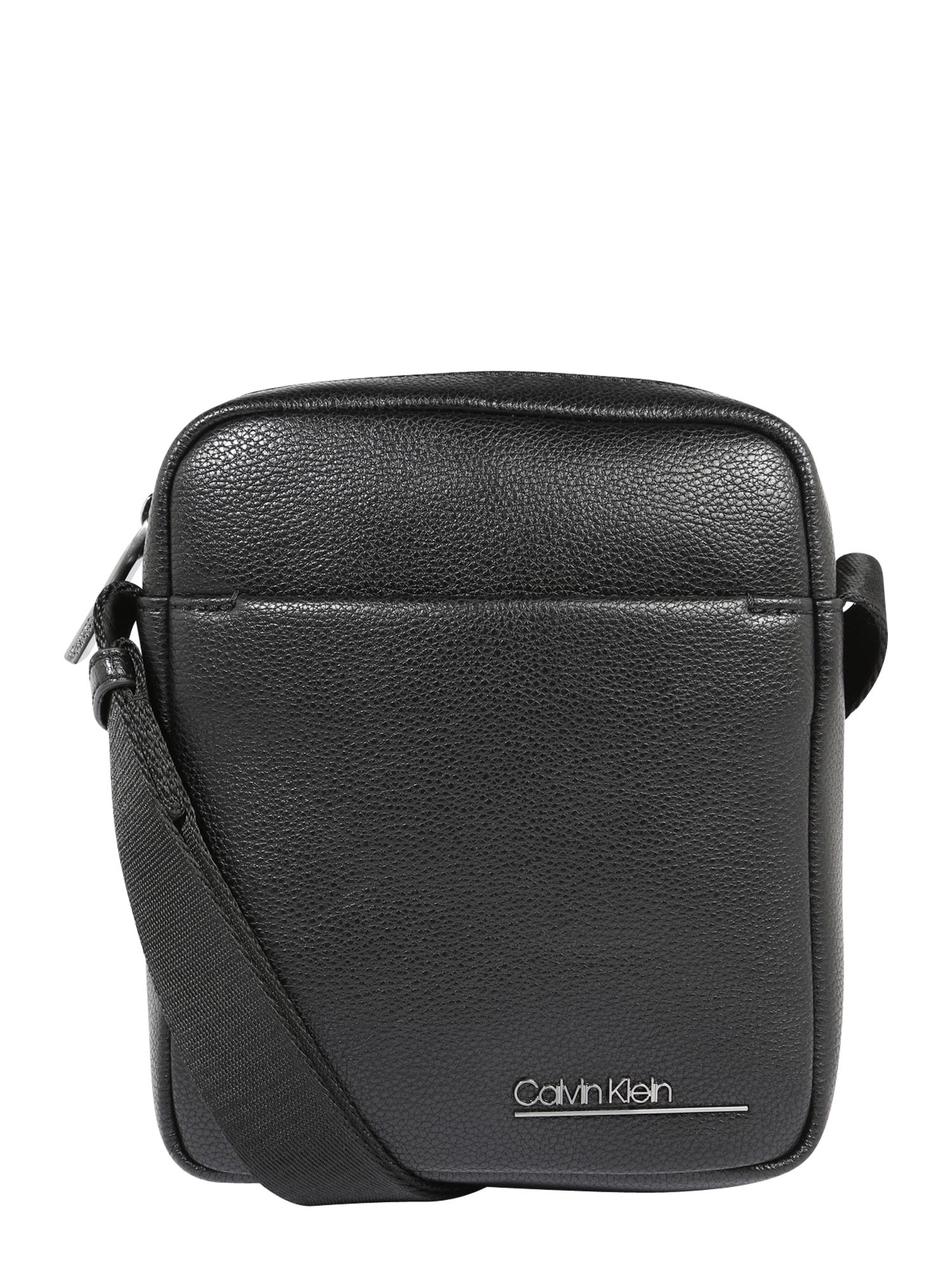 Calvin Klein Rankinė su ilgu dirželiu 'BOMBE MINI REPORTER' juoda