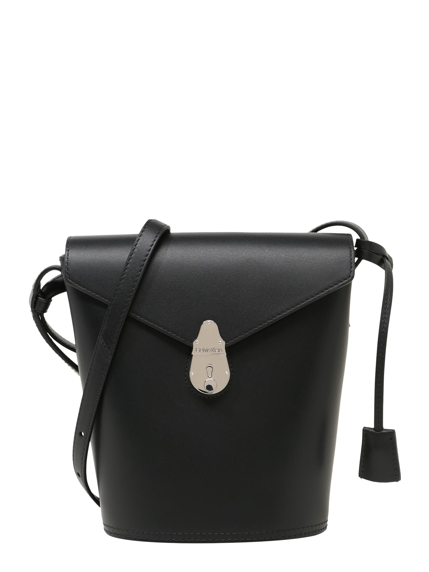 Calvin Klein Rankinė su ilgu dirželiu 'Lock Bucket' juoda