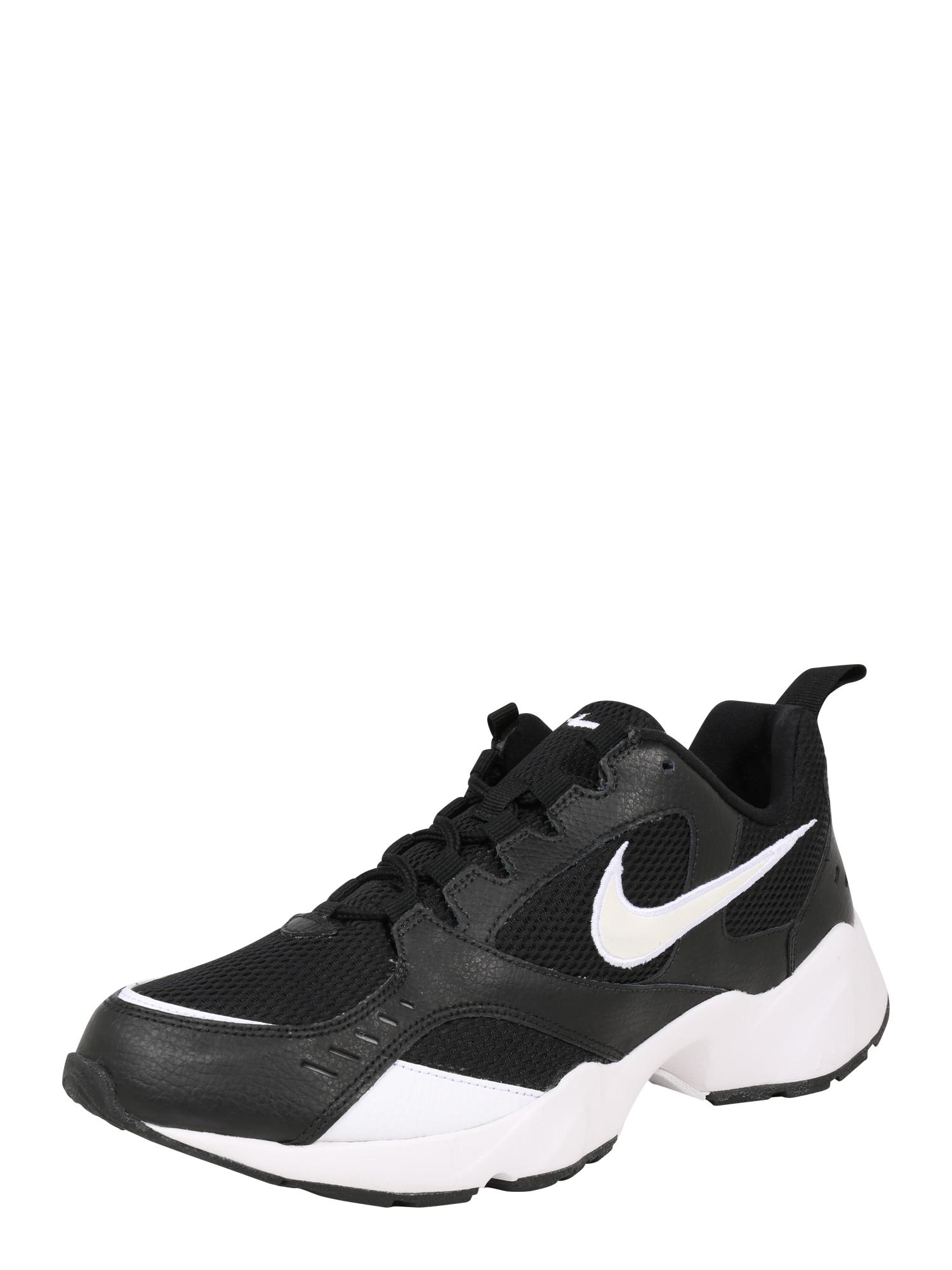 Nike Sportswear Bėgimo batai 'NIKE AIR HEIGHTS' juoda / balta