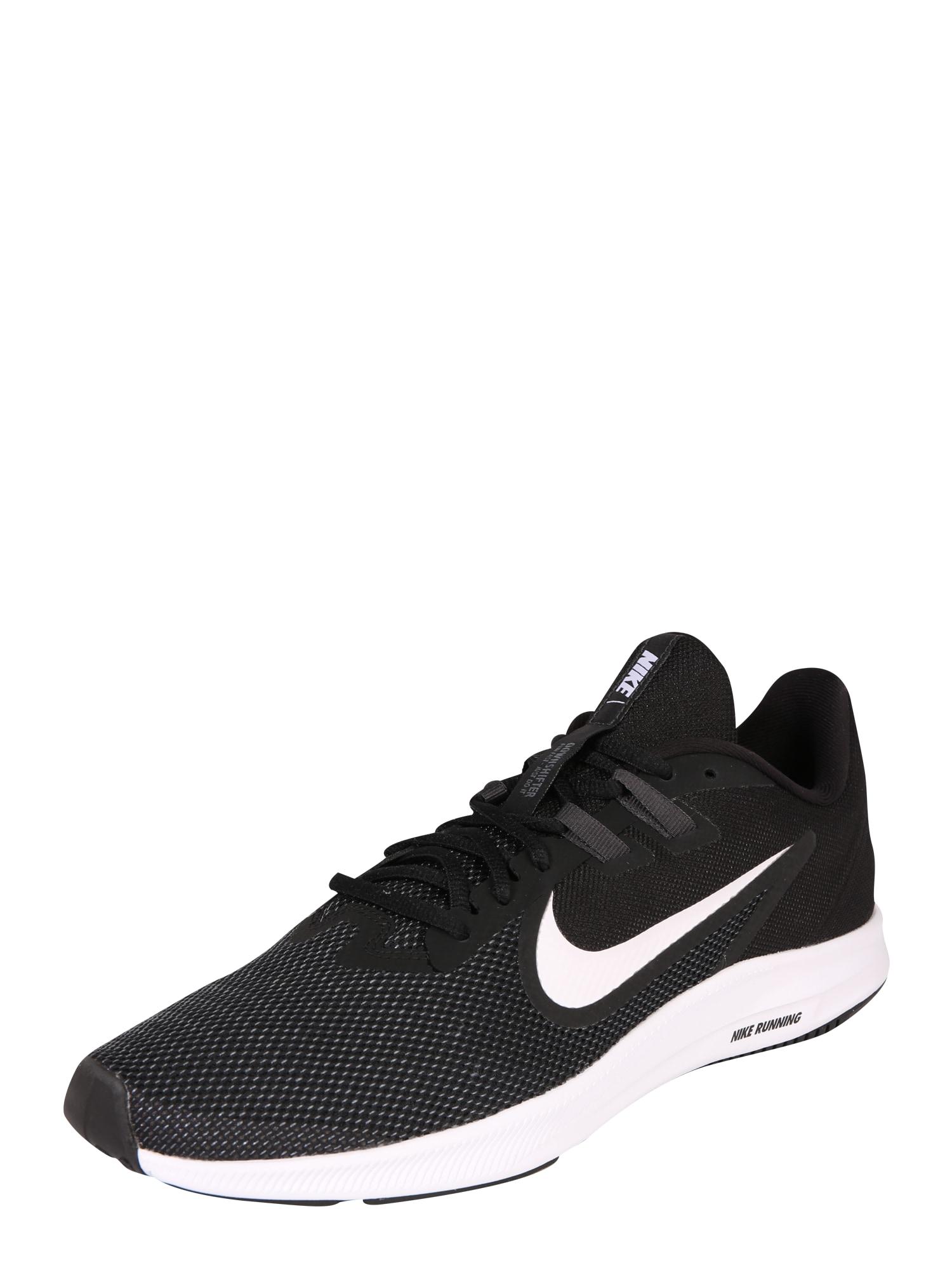 NIKE Bėgimo batai 'Downshifter 9' juoda / balta