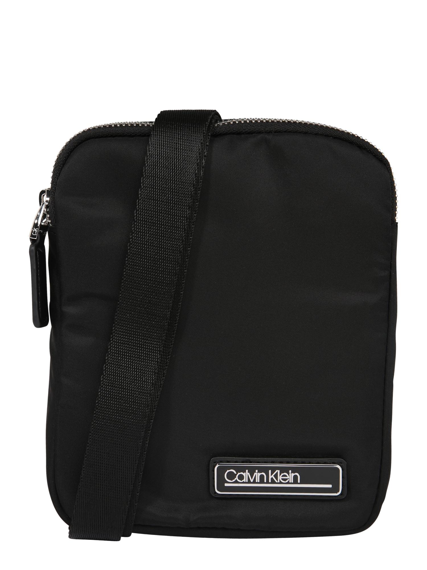 Calvin Klein Rankinė su ilgu dirželiu 'PRIMARY MINI FLAT CROSSOVER' juoda