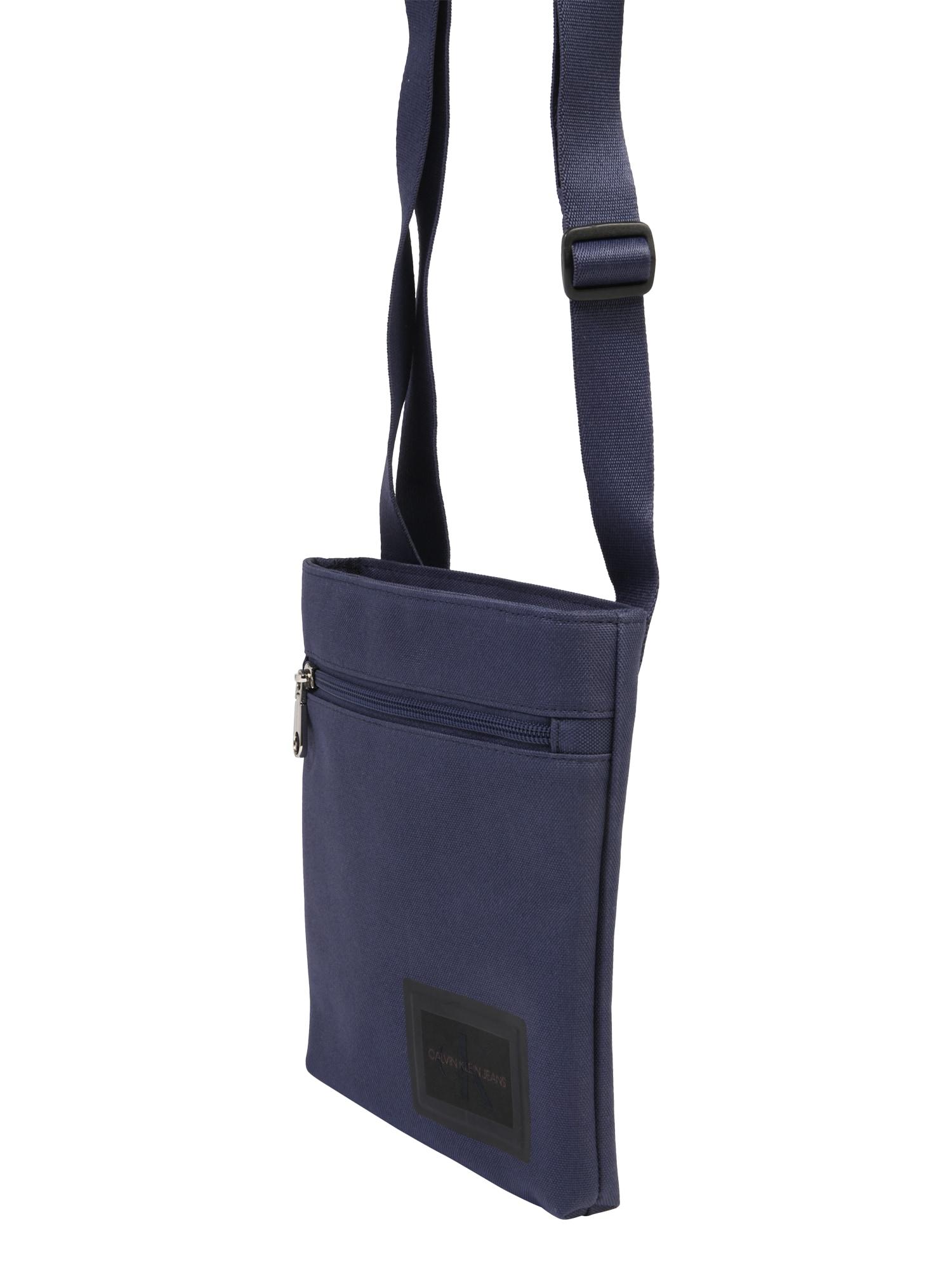 Calvin Klein Jeans Rankinė su ilgu dirželiu 'ESSENTIALS MICROFLATPK' tamsiai mėlyna