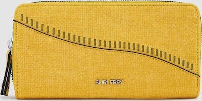 Jederzeit schick unterwegs. Mit Tilly - der angesagten Geldbörse in Lasercut-Optik mit Reißverschluss - sind Karten und Bargeld stilvoll verwahrt. Gefertigt aus Feinsynthetik ist das Modell, das sich mit einem Reißverschluss verschließen lässt. Durch das Material ist es schön leicht und angenehm im Griff. Ein optisches Highlight ist die Geldbörse mit Lasercut-Optik und dem Uni-Design. Individuelle Persönlichkeit zeigen - mit SURI FREY. Die tollen Accessoires von SURI FREY stehen für Offenheit und Toleranz - genau das, was selbstbewusste Frauen ausmacht. Für alle, die eine weiche Haptik lieben - Tilly besteht aus einem angenehm anschmiegsamen Material. Ein Emblem schmückt optisch und hebt den einzigartigen Look dieses neuen Favorites hervor. Das Portemonnaie hat ein Reißverschluss-Münzfach, 8 Kreditkartenfächer und ein Scheinfach.