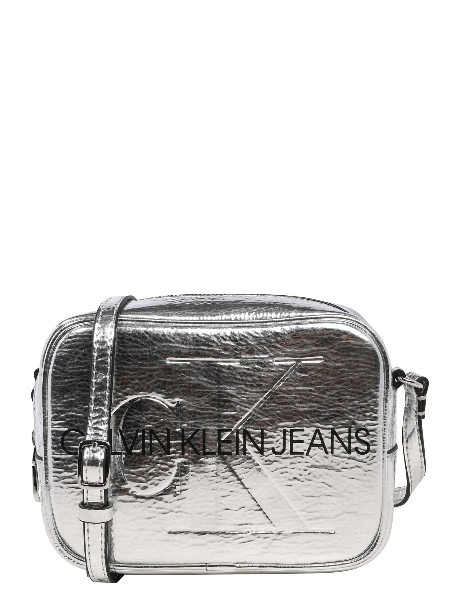 Calvin Klein Jeans Taška přes rameno  stříbrná
