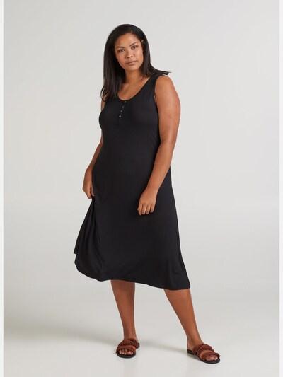 Kleid von Zizzi.  Hübsches Midikleid aus Viskosequalität mit Stretch. Das Kleid hat ein schlichtes Design ohne Ärmel und einen Rundhalsausschnitt mit Knöpfen auf der Vorderseite. Es hat eine lockere A-Linie, die es schön am Körper hinabfallen lässt.