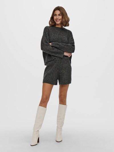 - Gestrickte Shorts - Einfarbig - Elastischer Taillenbund - Mit Wolle - Dehnbares Material - Schritthöhe: 9,5 cm in Größe S - Das Model trägt Größe S