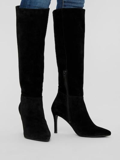 - Spitz zulaufende Schuhspitze - Halbe Wadenlänge - Passform mit Faltenwurf - Stilettoabsatz