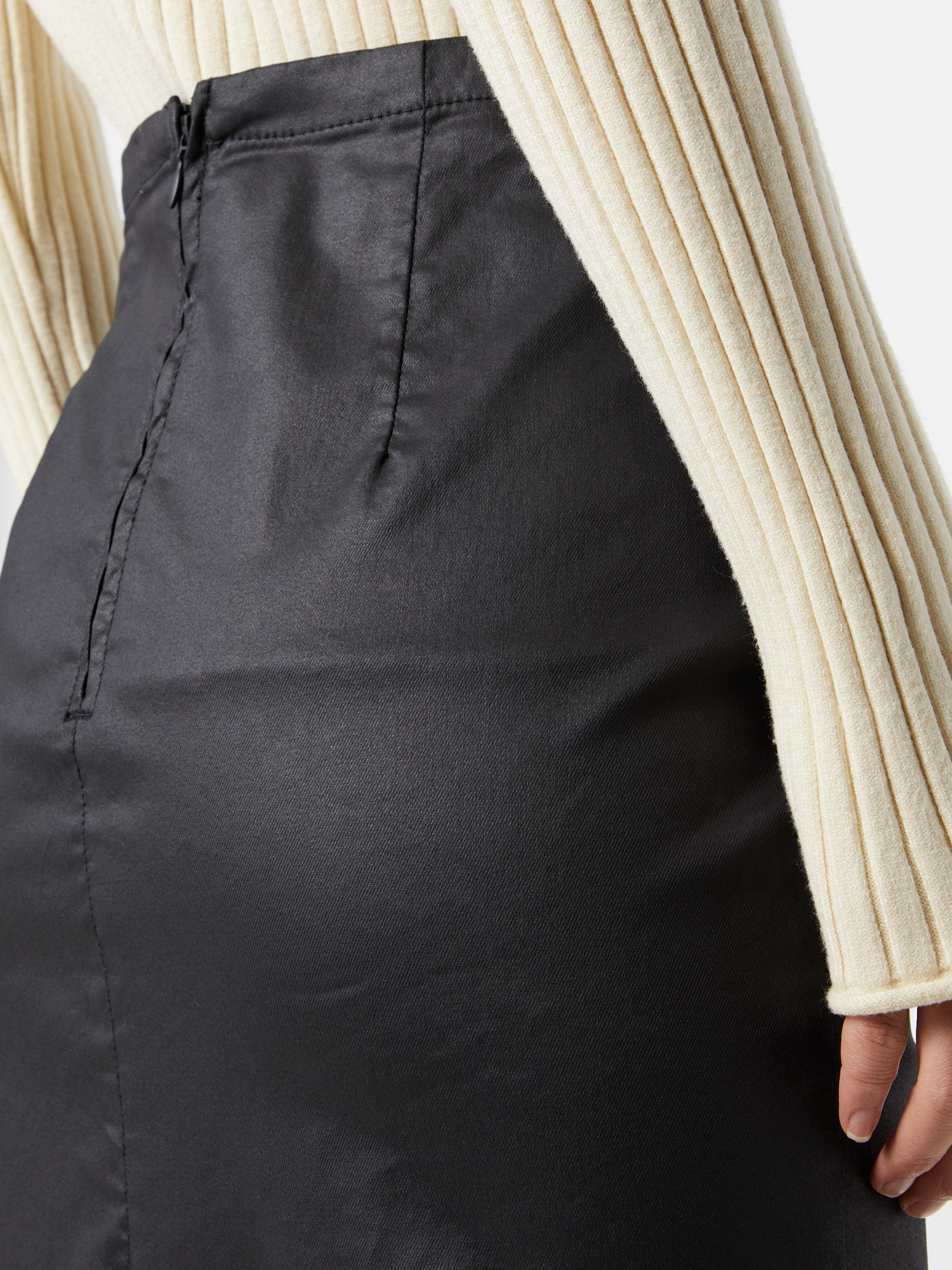 NU-IN Sukňa  čierna.