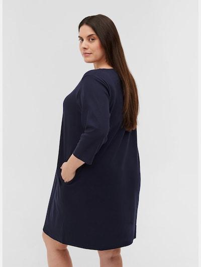 Kleid von Zizzi.  Tolles einfarbiges Kleid aus bequemer Baumwollmischung mit Stretch. Das Kleid hat ein schlichtes Design mit Rundhalsausschnitt, 3/4-Ärmel und lockerer Passform mit Taschen vorne.