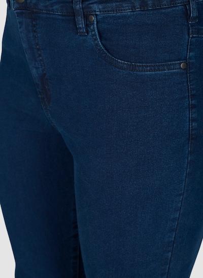 Amy Jeans von Zizzi.  Hochtaillierte super Slim Zizzi Jeans. Sie hat ein schlichtes und klassisches Design mit Taschen, Gürtelriemen, Reißverschluss und einem Kopf zum Schließen.Sie ist aus dehnbarerBaumwoll-Qualität, die eine bequeme Passform sichert.