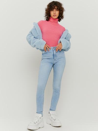 Skinny High Waist Jeans mit 5 Taschen. Zeitlos und immer schick und so entworfen, dass sie vielseitig und gleichzeitig bequem ist. Sie wird deine Kurven konturieren und deine Beine verlängern.