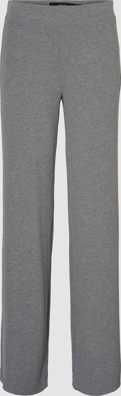 """- Hose mit gerader Beinform - Normal Waist - Elastischer Bund - Mit recyceltem Polyester - Straight Fit - Schritthöhe """"34"""": 86 cm in Größe S - Das Model ist 175 cm groß und trägt Größe S  Gerade, dehnbare Hose mit normaler Taille und einem elastischen Bund. Kombiniere diese bequeme Hose mit einem hübschen Oberteil und chunky Sneakern zu einem entspannten und stylischen Alltagslook.  MIT RECYCELTEM POLYESTER Dieses Produkt enthält recycelten Polyester. Recycelter Polyester schont die natürlichen Ressourcen und reduziert Abfälle."""