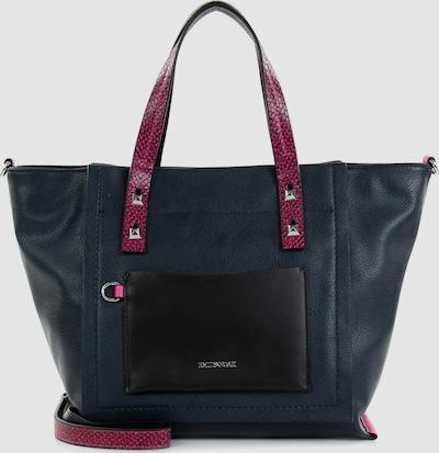 Eine Handtasche ist wie eine beste Freundin, sie lässt einen nie im Stich. Frieda ist der schicke Shopper im mehrfarbigen Design mit Reißverschluss, der echte Persönlichkeit ausstrahlt. Ob für Office, Uni oder in der Freizeit - mit dem Shopper Frieda lässt sich einfach jedes Abenteuer bestreiten. Ein optisches Highlight ist der Shopper mit dem mehrfarbigen Design. Attraktiver Look in wunderschönen Farben. Mit den tollen Accessoires von EMILY & NOAH gewinnt einfach jede Persönlichkeit an Strahlkraft, denn die Produkte passen zu Frauen, die wissen, was sie wollen. Das Modell Frieda ist von der Haptik eher weich und daher wirklich angenehm zu tragen. Der neue Lieblingsbegleiter wird dank längenverstellbarem, abnehmbarem Umhängeriemen und zwei Tragegriffen einfach über der Schulter getragen.
