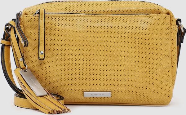"""Eine Handtasche zeigt die Persönlichkeit einer Frau. Ob geordnet oder leicht chaotisch - sie wird einfach heißgeliebt! Mit Franzy - der schicken Umhängetasche in Lasercut-Optik mit Quaste - ist die neue und treue Begleitung im Alltag jederzeit dabei. Ein unverzichtbarer Begleiter im Alltag - die Umhängetasche Franzy. Es ist so einfach, auch im größten Trubel gut auszusehen. Das Modell besteht aus Feinsynthetik und lässt sich mit einem Reißverschluss verschließen. Uni-Design und Lasercut-Optik sind fein gearbeitet und verleihen der Umhängetasche einen edlen Look. SURI FREY - die Marke für """"Freygeister"""". Wer viel unterwegs ist, will einfach immer einen besonderen Auftritt hinlegen. SURI FREY hat genau die Accessoires, die so gut gefallen und die jedes Outfit gekonnt vervollständigen. Für alle, die eine weiche Haptik lieben - Franzy besteht aus einem angenehm anschmiegsamen Material. Für das besondere Extra sorgt die Applikation mit der Quaste, die direkt ins Auge fällt. Das neue Lieblingsstück wird dank längenverstellbarem Umhängeriemen einfach als Umhängetasche getragen. Manchmal braucht man etwas mehr Platz in der Tasche. In dieses Modell passt einfach alles - Portemonnaie, Handy und zur Not noch ein Buch, das einem die Wartezeit auf die beste Freundin versüßt, wenn sie sich mal wieder verspätet."""