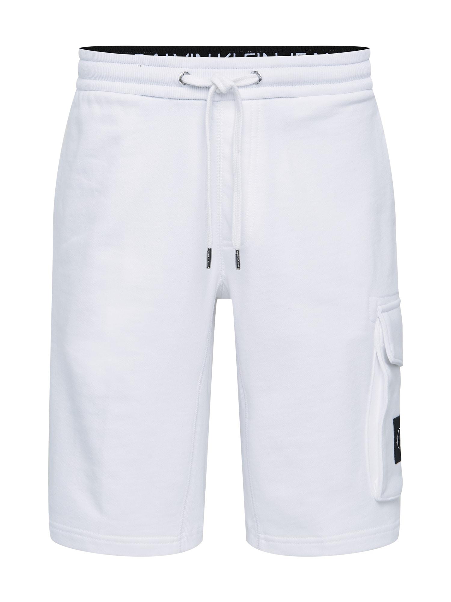 Calvin Klein Jeans Laisvo stiliaus kelnės 'MONOGRAM PATCH HWK SHORT' balta