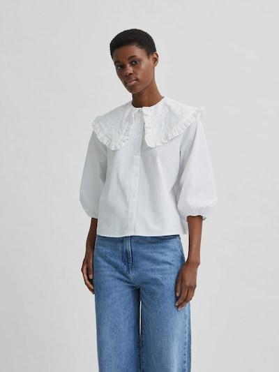 - Gewebte Bluse mit Stickerei - Übergroßer Kragen mit Rüschenrand - Aus angenehmer Baumwolle - Gerade Passform - Das Model ist 177 cm groß und trägt Größe S/36