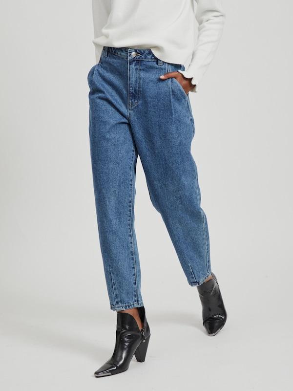 - High Waist-Mom Jeans - Loose Fit - Vier Taschen  - Kombinierter Reiß-/Hakenverschluss an der Seite  - Schrittnaht: 68 cm in Größe 38 - Bundhöhe: 32,5 cm in Größe 38 - Unser Model ist 178 cm groß und trägt Größe 38
