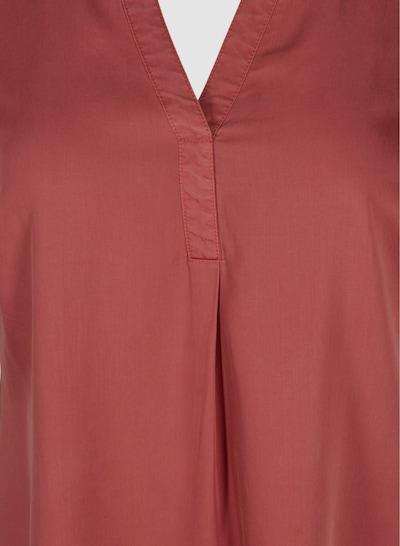 Kleid von Zizzi.  Schönes, schlichtes kleid aus weicher und bequemer Lyocellqualität. Das Kleid hat kurze hochgekrempelteÄrmel und einen V-Ausschnitt mit kleinen Falten, die der lockeren Passform vorne einen schönen Fall verleiht.