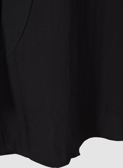 Kleid von Zizzi.  Schönes schlichtes Kleid mit kurzen Ärmeln und Rundhalsausschnitt. Das Kleid hat eine lockere, feminine A-Linie mit Taschen vorne und ist aus angenehmer Viskosequalität.
